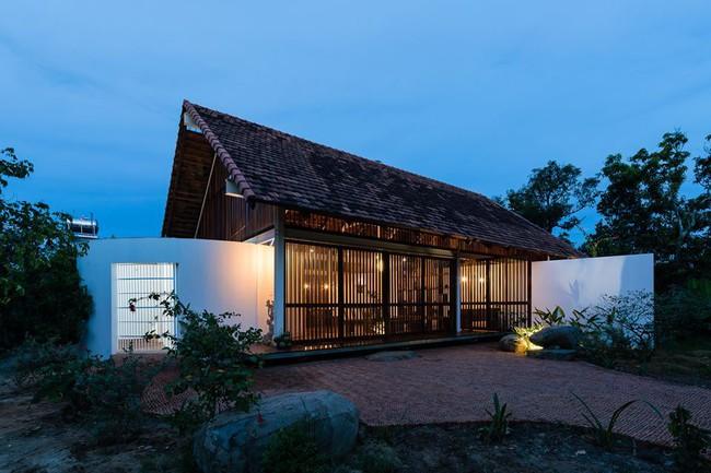 Ngôi nhà mái ngói trên thiết kế chẳng giống ai, nhưng khám phá rồi ai cũng phải ước ao ở Đắk Lắk - Ảnh 2.