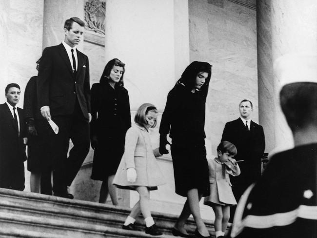 Đệ nhất phu nhân Jackie Kennedy: Mạnh mẽ vượt qua nỗi đau mất con, chồng chết ngay trước mắt và biểu tượng thời trang sống mãi với thời gian - Ảnh 14.