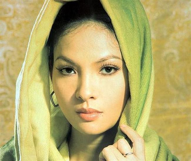 Không phải Diễm My hay Giáng My, đây mới là Người đàn bà đẹp làm điêu đứng showbiz Việt suốt 25 năm qua - Ảnh 4.