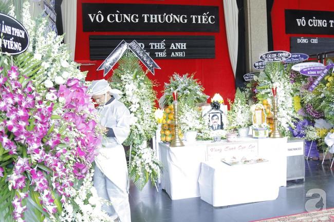 Đám tang NSND Thế Anh: NSND Trung Anh cùng dàn nghệ sĩ gạo cội Hà Nội có mặt từ sớm tại nhà tang lễ - Ảnh 1.