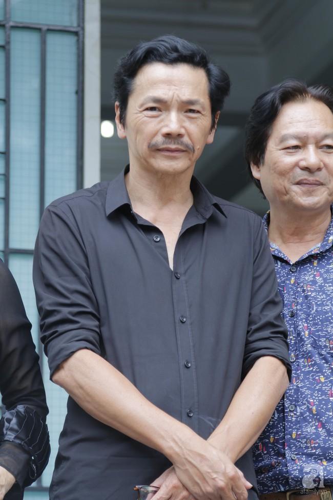 Đám tang NSND Thế Anh: NSND Trung Anh cùng dàn nghệ sĩ gạo cội Hà Nội có mặt từ sớm tại nhà tang lễ - Ảnh 3.