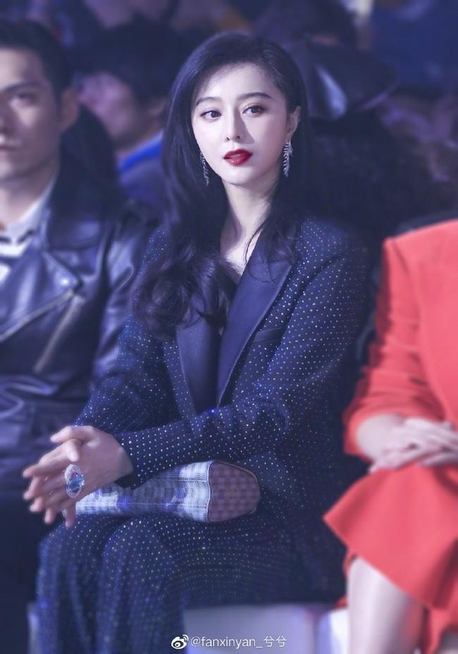 """Dù chỉ là hình chưa qua chỉnh sửa, Phạm Băng Băng vẫn xinh đẹp và đẳng cấp """"ăn đứt"""" cả Hoa hậu Thế giới Trương Tử Lâm - Ảnh 8."""