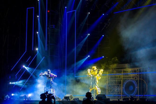 """Sơn Tùng M-TP và DJ Onionn """"quẩy"""" hết mình trên sân khấu Vườn Nhật - Ảnh 5."""
