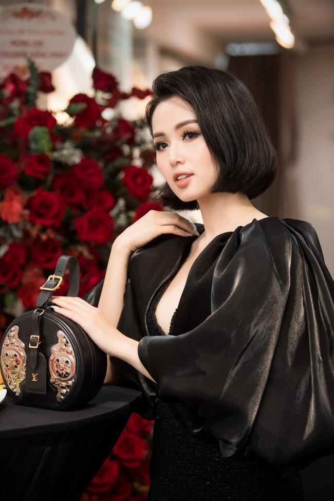 """""""Chị đại"""" Trương Ngọc Ánh diện croptop hở bạo cạnh dàn mỹ nhân - Ảnh 10."""