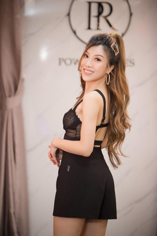 """""""Chị đại"""" Trương Ngọc Ánh diện croptop hở bạo cạnh dàn mỹ nhân - Ảnh 9."""