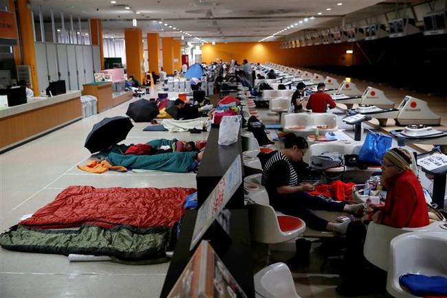Siêu bão Hagibis chính thức đổ bộ vào Nhật Bản, khiến ít nhất 1 người chết, 33 người bị thương, dự kiến xả đập khiến nguy cơ lũ lụt trên diện rộng - Ảnh 3.