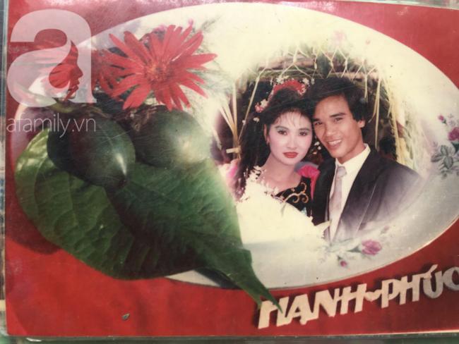 Đám cưới 25 năm trước của cô gái Đồng Tháp: Lấy anh hàng xóm vì được tặng trứng vịt mỗi ngày, thay đến 6 cái váy lộng lẫy - Ảnh 1.
