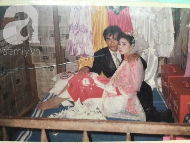 Đám cưới 25 năm trước của cô gái Đồng Tháp: Lấy anh hàng xóm vì được tặng trứng vịt mỗi ngày, thay đến 6 cái váy lộng lẫy - Ảnh 5.