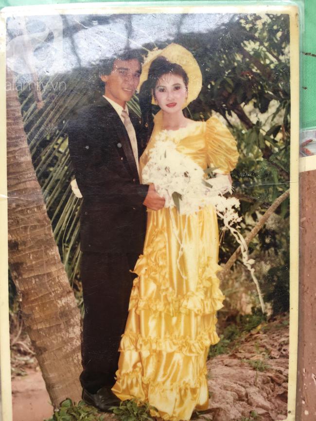 Đám cưới 25 năm trước của cô gái Đồng Tháp: Lấy anh hàng xóm vì được tặng trứng vịt mỗi ngày, thay đến 6 cái váy lộng lẫy - Ảnh 7.