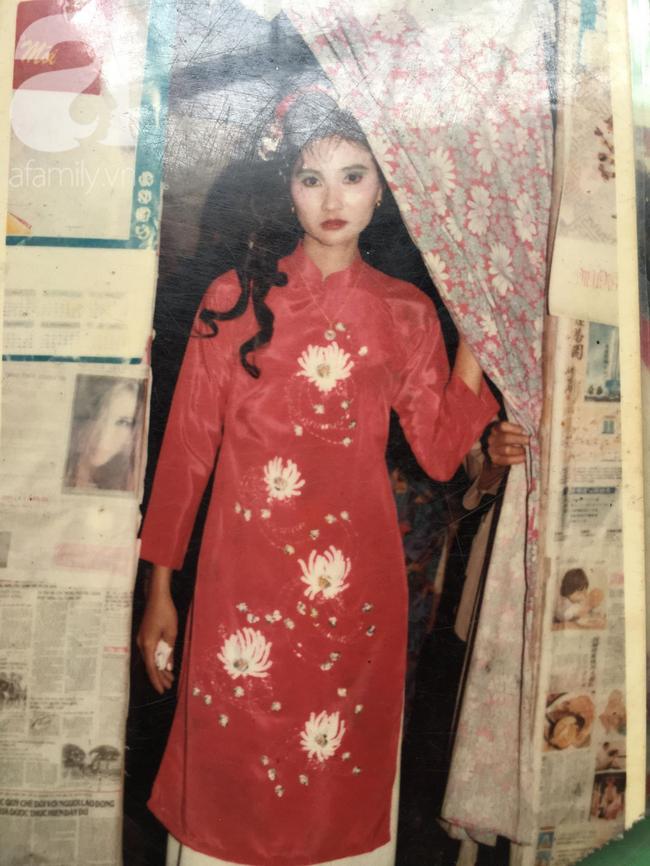 Đám cưới 25 năm trước của cô gái Đồng Tháp: Lấy anh hàng xóm vì được tặng trứng vịt mỗi ngày, thay đến 6 cái váy lộng lẫy - Ảnh 13.