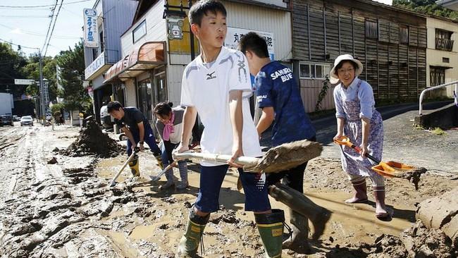 Người Nhật Bản, từ già đến trẻ không ai than khóc với thảm họa Hagibis, âm thầm vực dậy sau nỗi đau khiến thế giới thán phục - Ảnh 8.
