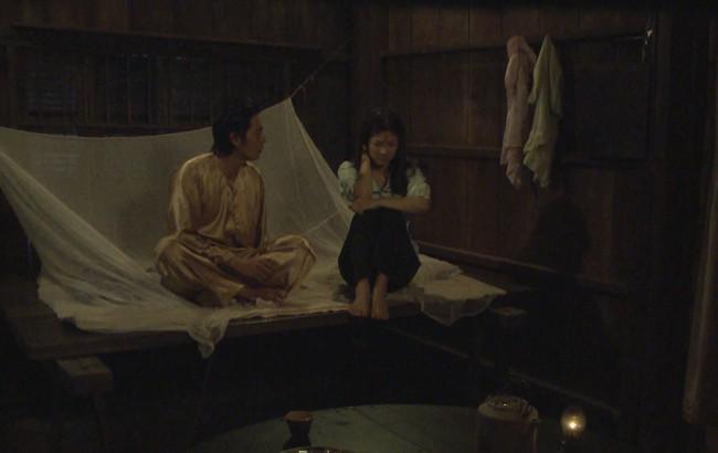 """""""Tiếng sét trong mưa"""": Thanh Bình ngủ với em gái, mẹ kế vẫn lao vào ôm ấp rồi đòi giết cô gái nào lên giường cùng anh - Ảnh 3."""
