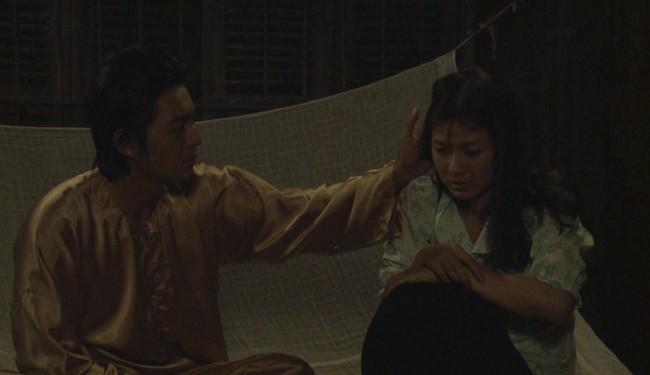 """""""Tiếng sét trong mưa"""": Thanh Bình ngủ với em gái, mẹ kế vẫn lao vào ôm ấp rồi đòi giết cô gái nào lên giường cùng anh - Ảnh 4."""