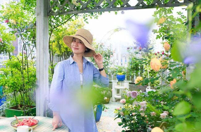 Tận dụng mái nhà bỏ hoang, người phụ nữ yêu hoa biến không gian thành khu vườn dịu dàng sắc hoa - Ảnh 15.