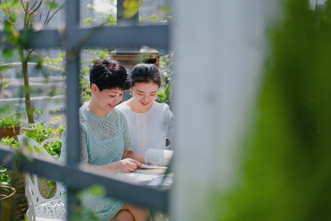 Tận dụng mái nhà bỏ hoang, người phụ nữ yêu hoa biến không gian thành khu vườn dịu dàng sắc hoa - Ảnh 7.