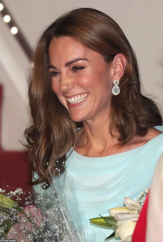 Công nương Kate gợi nhớ đến công nương Diana khi diện bộ trang phục ombre tuyệt đẹp trong sự kiện mới - Ảnh 6.