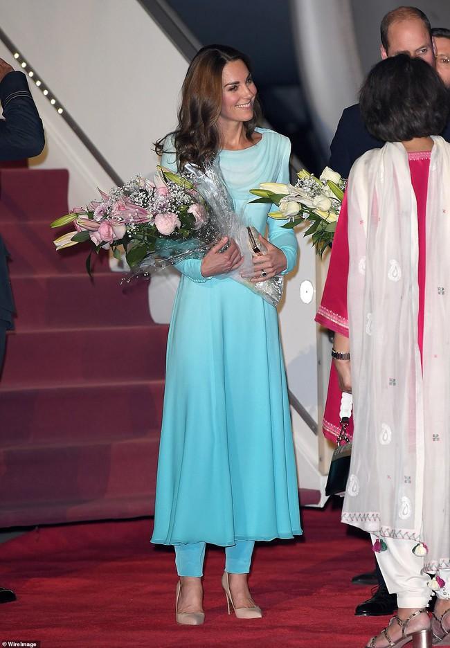 Công nương Kate gợi nhớ đến công nương Diana khi diện bộ trang phục ombre tuyệt đẹp trong sự kiện mới - Ảnh 3.