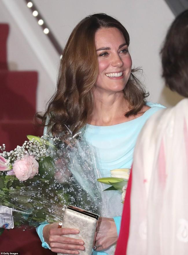 Công nương Kate gợi nhớ đến công nương Diana khi diện bộ trang phục ombre tuyệt đẹp trong sự kiện mới - Ảnh 5.