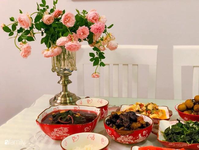 Ngày 20/10 ghé thăm không gian sống quanh năm thơm ngát hương hoa của người phụ nữ Hà Thành - Ảnh 12.