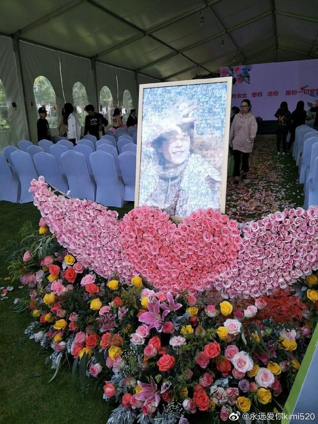 Hành động ý nghĩa của fan Trung trong ngày showbiz châu Á ngập tràn tang thương: Tiệc sinh nhật tuổi 32 màu hồng dành riêng cho tài tử quá cố Kiều Nhậm Lương - Ảnh 3.
