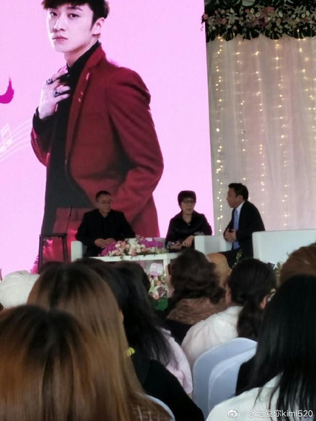 Hành động ý nghĩa của fan Trung trong ngày showbiz châu Á ngập tràn tang thương: Tiệc sinh nhật tuổi 32 màu hồng dành riêng cho tài tử quá cố Kiều Nhậm Lương - Ảnh 5.