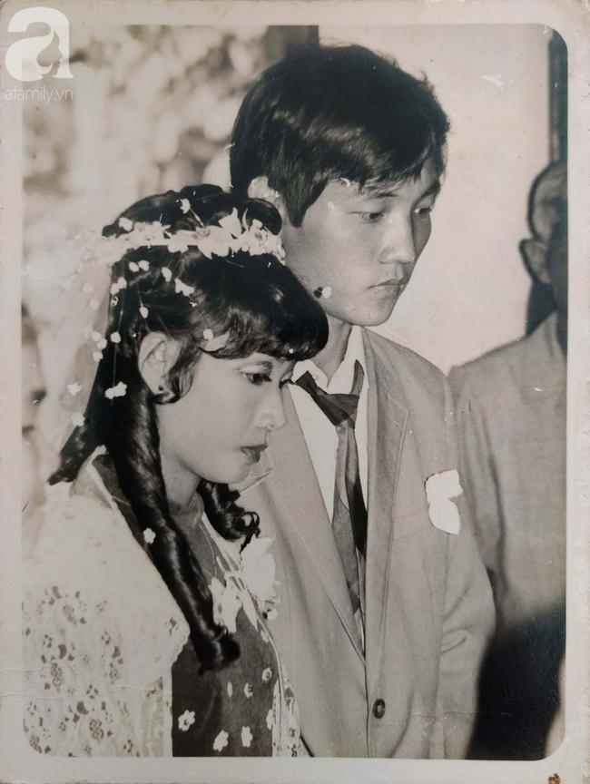 """31 năm trước uống một cốc nước mía bên đường, người đàn ông mê luôn cô bán hàng, diễn một """"cú lừa"""" rồi thành công cưới về làm vợ - Ảnh 2."""