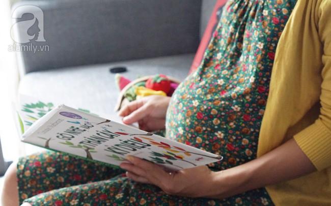 Gợi ý cách đọc sách cho con từ trong bụng mẹ để nuôi dưỡng trí thông minh cho trẻ - Ảnh 2.