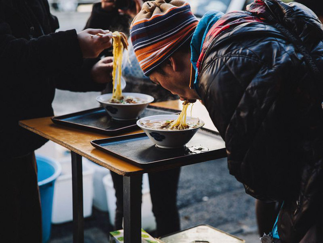 Mì gói có thể ăn liền, chỉ những giá trị bên trong là tồn tại mãi - Ảnh 3.