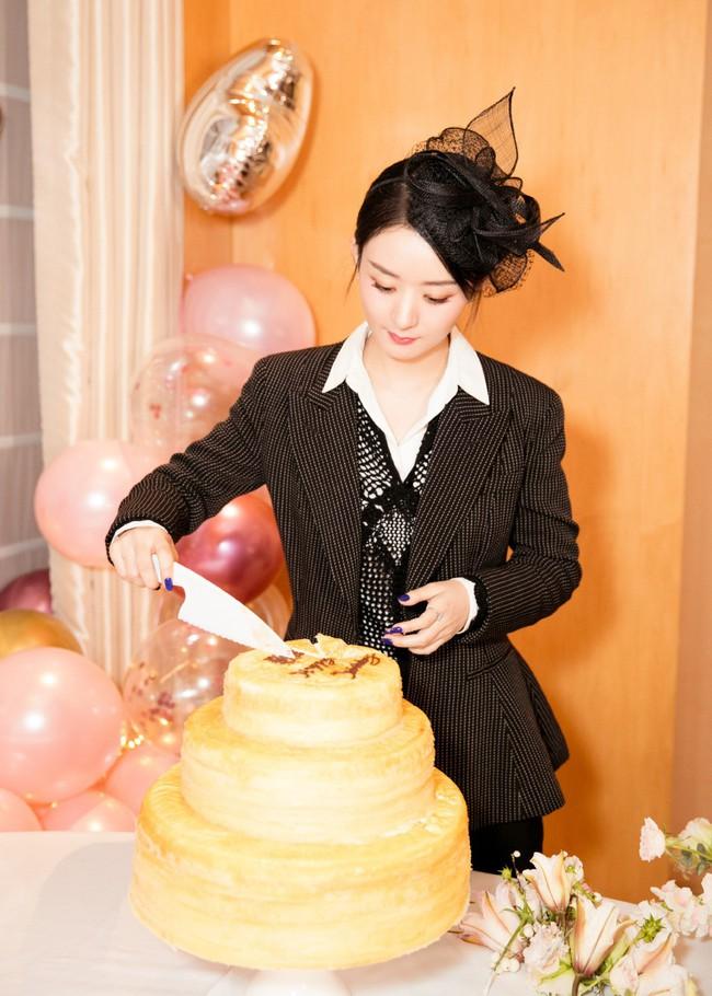 Triệu Lệ Dĩnh đón sinh nhật bên ngoài, Phùng Thiệu Phong vẫn chưa thấy động tĩnh gì - Ảnh 3.