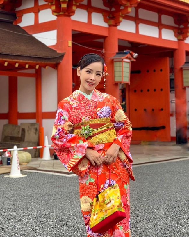 Mẹ Chi Pu có bài tập giảm béo, giữ dáng cực thần kỳ mà cô con gái nổi tiếng cũng phải trầm trồ thán phục - Ảnh 1.