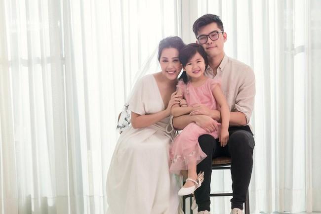 Sinh 3 đứa con, ở bên nhau 10 năm không có đám cưới, nhưng sau khi mặc váy cô dâu hơn 1 năm nhà văn Gào đã chính thức tuyên bố đường ai nấy đi - Ảnh 2.