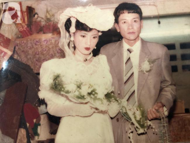 """Chuyện tình của cô """"Hoa khôi"""" Hải Dương đẹp nổi tiếng, tấm ảnh cưới 29 năm trước cũng chứa đựng cả câu chuyện dài - Ảnh 2."""