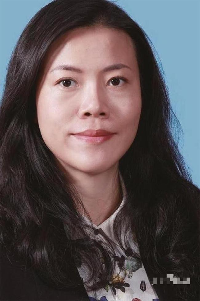 """Chuyện tình của người phụ nữ giàu nhất Trung Quốc và người chồng """"môn đăng hộ đối"""": Bên ngoài là tỷ phú tiếng tăm, trong nhà là vợ hiền - Ảnh 1."""