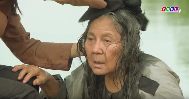 """""""Tiếng sét trong mưa"""": Mẹ Lũ - Hứa Minh Đạt xuất hiện, vừa hỏi """"thằng Lũ đâu con"""" là Hiểm bật khóc đớn đau  - Ảnh 2."""