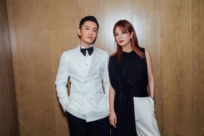 """Giữa tin đồn rạn nứt hôn nhân với Angelababy, Huỳnh Hiểu Minh sánh đôi bên """"mối tình đầu"""" Triệu Vy tỏa sáng tại Liên hoan phim Quốc tế Con đường tơ lụa năm 2019 - Ảnh 3."""