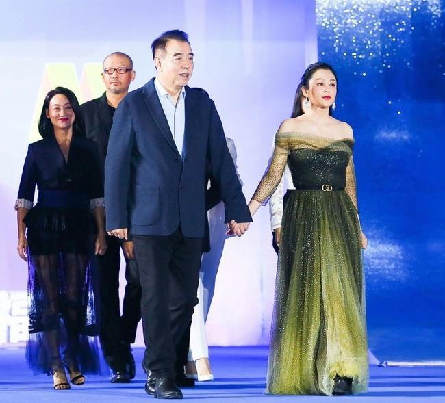 """Giữa tin đồn rạn nứt hôn nhân với Angelababy, Huỳnh Hiểu Minh sánh đôi bên """"mối tình đầu"""" Triệu Vy tỏa sáng tại Liên hoan phim Quốc tế Con đường tơ lụa năm 2019 - Ảnh 10."""