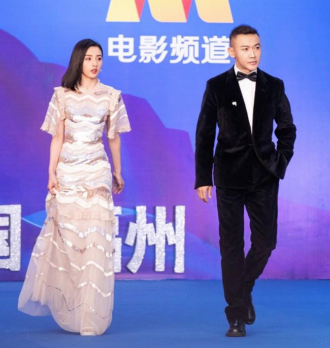 """Giữa tin đồn rạn nứt hôn nhân với Angelababy, Huỳnh Hiểu Minh sánh đôi bên """"mối tình đầu"""" Triệu Vy tỏa sáng tại Liên hoan phim Quốc tế Con đường tơ lụa năm 2019 - Ảnh 11."""