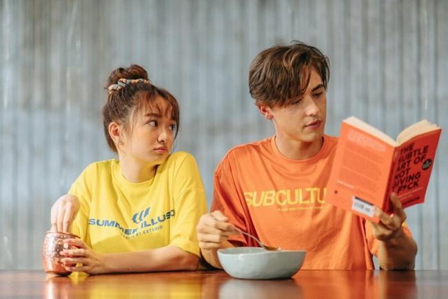 Ra mắt MV đầu tay, Kaity Nguyễn khiến người xem trầm trồ trước cảnh thân mật với trai Tây tại hồ bơi - Ảnh 6.