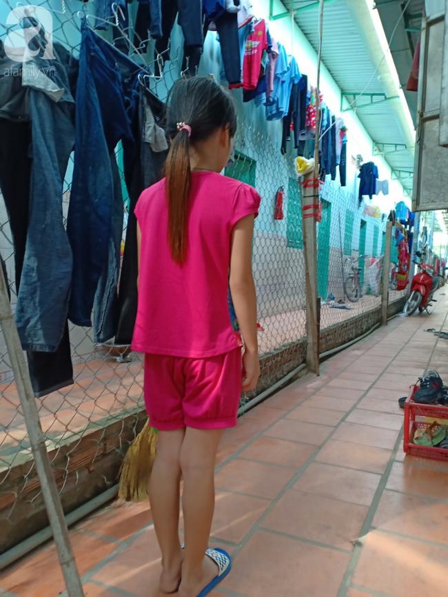 Vụ bé gái 10 tuổi nghi bị 4 thanh niên hãm hiếp: Công an bất ngờ đưa bé sang Đồng Nai giám định lại - Ảnh 1.