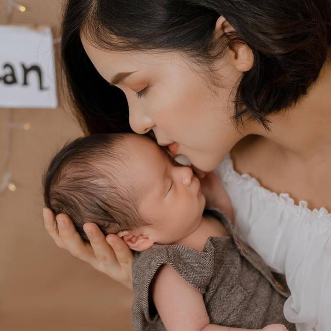 """Chị gái Hòa Minzy- MC """"Kính Hồng"""" nôn thốc tháo sau sinh và bộ bí quyết kiêng cữ rút ra cho các bà mẹ dù sau sinh khỏe re  - Ảnh 2."""