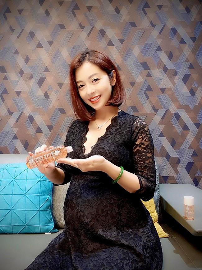 Tăng cân trông thấy ở tháng thứ 6 thai kỳ nhưng Jennifer Phạm vẫn vô cùng xinh đẹp trong hình ảnh chụp trộm - Ảnh 2.