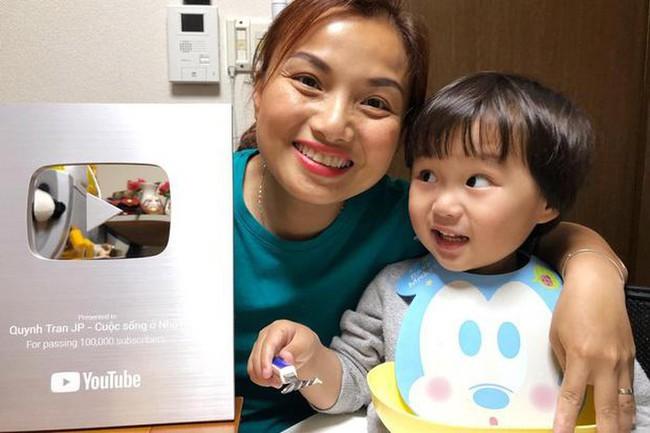 Hot Youtuber Quỳnh Trần JP khẩn cầu dân mạng ngừng chế ảnh lệch lạc về con trai sau khi bé Sa gây sốt MXH - Ảnh 1.