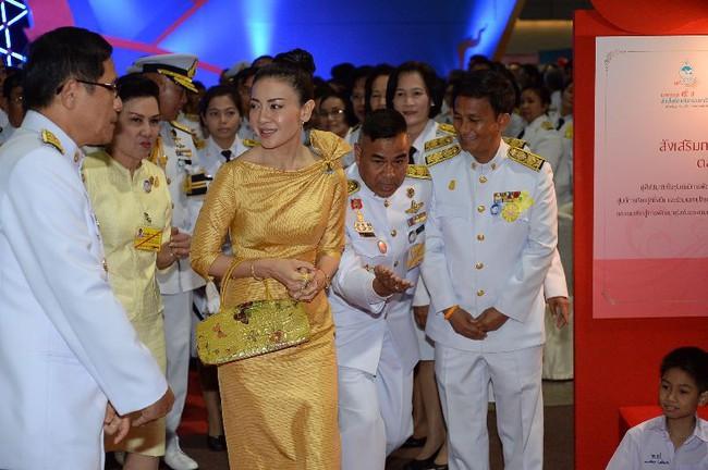 Trước Hoàng quý phi Thái Lan, một Vương phi khác cũng rơi vào hoàn cảnh tượng tự và có kết cục không thể bi đát hơn - Ảnh 4.