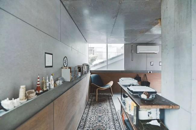 Nhà phố bê tông trong ngõ nhỏ tạo ấn tượng với 4 tầng đều kết nối với ánh sáng bên ngoài của vợ chồng KTS trẻ - Ảnh 12.
