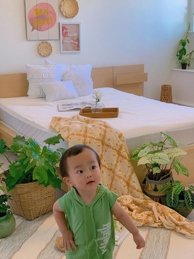 Ngắm ngôi nhà hai tầng với góc nào cũng được trang trí sang trọng, tỉ mỉ nhờ tình yêu gia đình của mẹ Việt ở Mỹ - Ảnh 23.