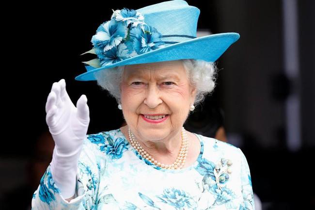 Đây chính là bí quyết sống thọ giúp Nữ hoàng Anh vẫn mạnh khỏe, minh mẫn dù đã 93 tuổi - Ảnh 1.