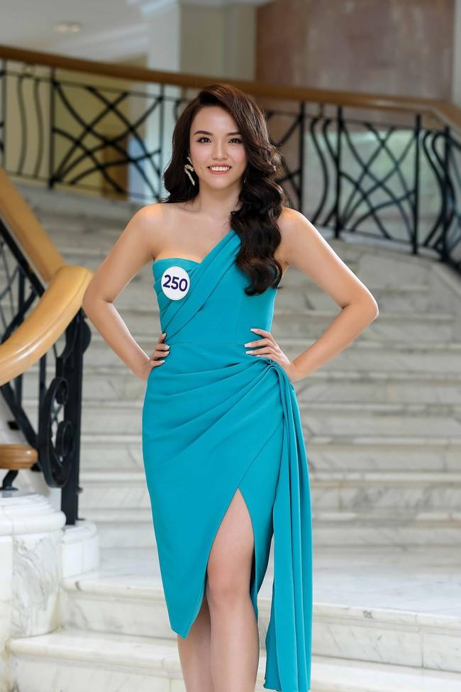 """Hé lộ danh tính và """"background khủng"""" của cô gái vừa đánh bại Á hậu Thúy Vân và dàn người đẹp nổi tiếng tại Hoa hậu Hoàn vũ Việt Nam 2019 - Ảnh 4."""
