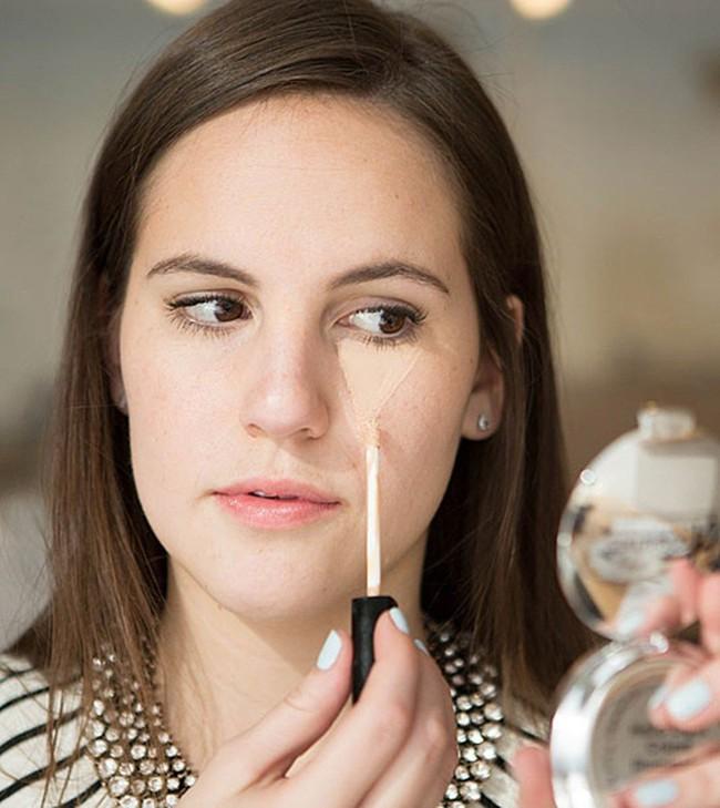 """Với 8 mẹo trang điểm sau, nàng vụng về mấy cũng có thể makeup thật """"nuột"""", không biết là chỉ có thiệt thân - Ảnh 1."""