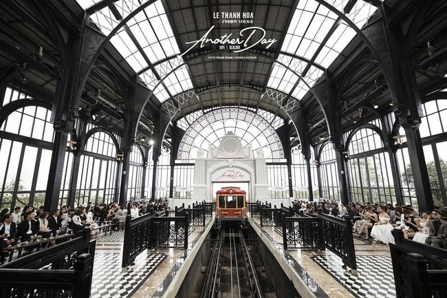 Bí mật đằng sau show diễn NTK Lê Thanh Hòa: Khoảnh khắc hậu trường xuất thần và khung cảnh nhà ga đẹp rụng rời qua mỗi bước catwalk của dàn mẫu - Ảnh 14.