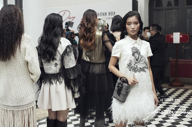 Bí mật đằng sau show diễn NTK Lê Thanh Hòa: Khoảnh khắc hậu trường xuất thần và khung cảnh nhà ga đẹp rụng rời qua mỗi bước catwalk của dàn mẫu - Ảnh 3.